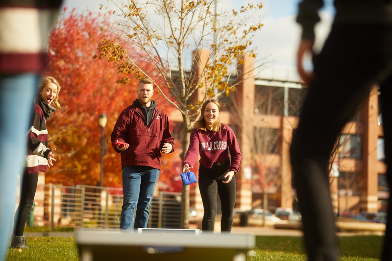 2019 UWL Fall Colors Students Vanguards Outside 0121.jpg