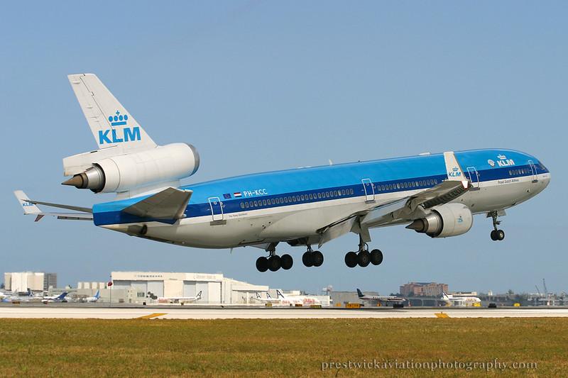 PH-KCC McDonnell Douglas MD-11 KLM Miami 030304.jpg