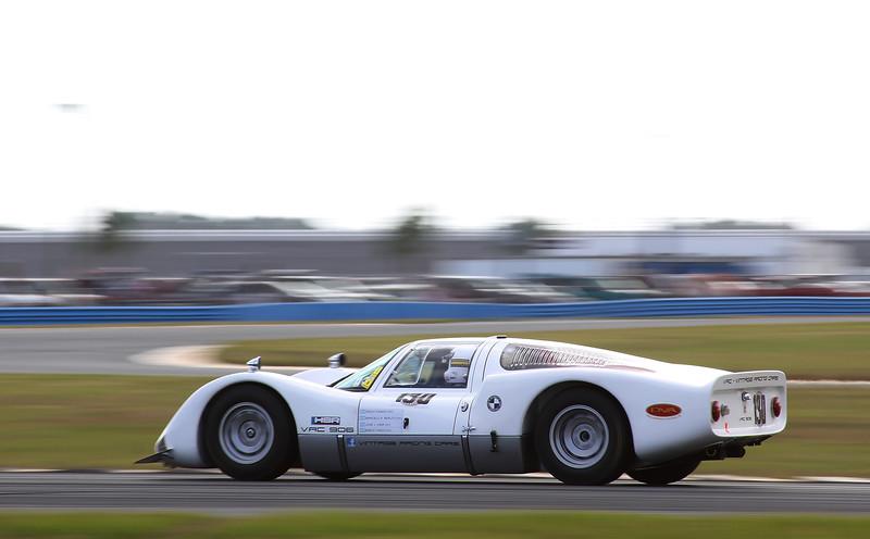 Classic24-2014_#4187-#130-Porsche906.jpg