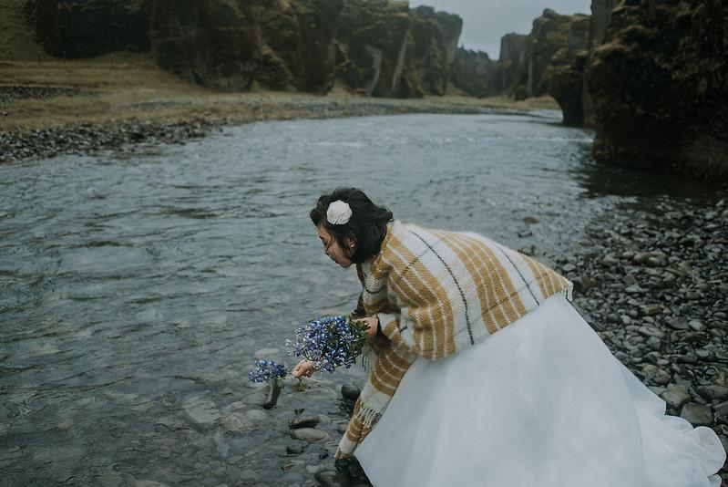 Tu-Nguyen-Destination-Wedding-Photographer-Iceland-Elopement-Fjaðrárgljúfur-16-150a-53.jpg