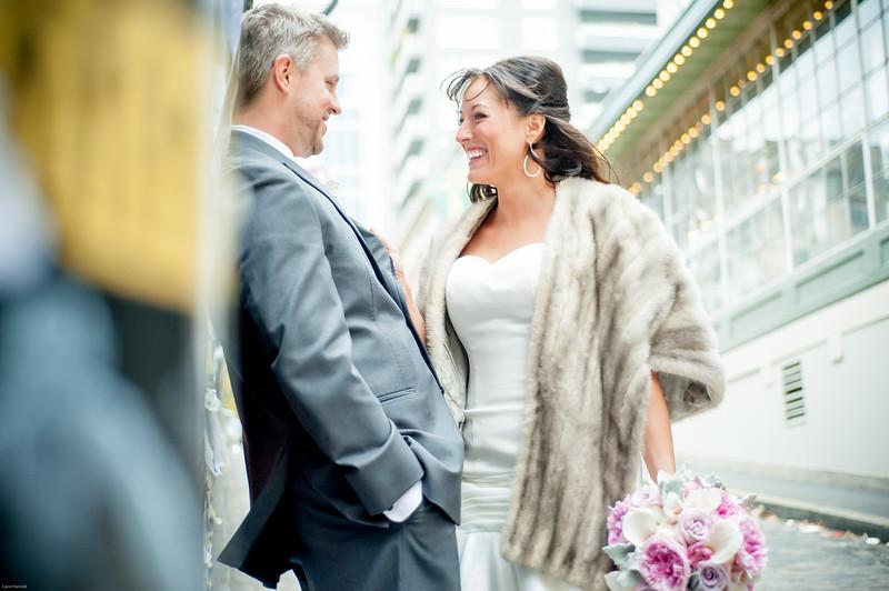 Pike-Place-Market-seattle-downtown-Seattle-winter-wedding-photos-carolharrold-photography.com-10.jpg