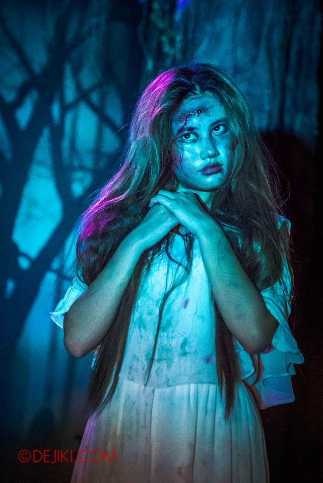 Halloween Horror Nights 6 - Suicide Forest scare zone / Wishing girl