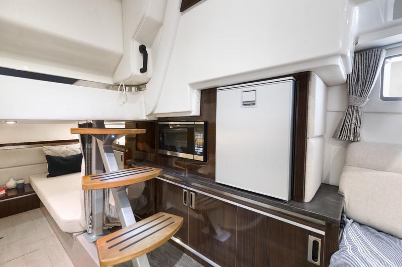 2021-Sundancer-320-Outboard-DAO320-galley-microwave-refrigerator-00007.jpg