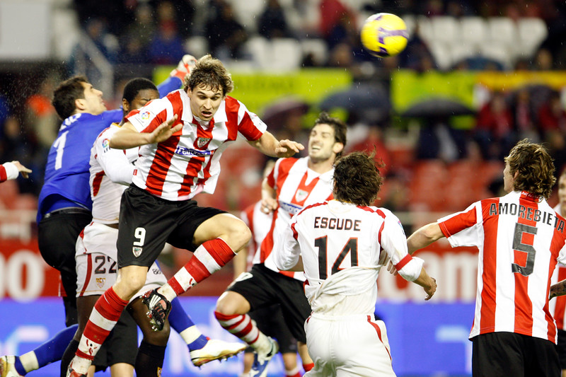 Gorka (Athletic goalkeeper) clearing the ball. Taken in the Sanchez Pizjuan stadium on 4 Feb 2009 during the King's Cup semifinal game between the football teams Sevilla FC and Athletic Club of Bilbao, town of Seville, autonomous community of Andalusia, southern Spain