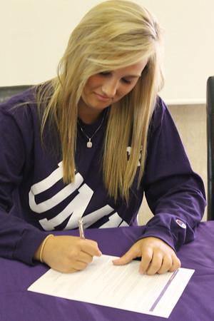 Ashlee-Sargent-Signing