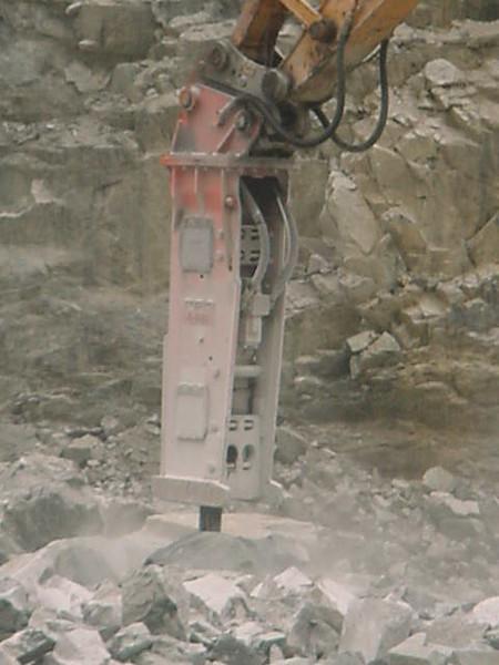NPK E225 hydraulic hammer (3).JPG