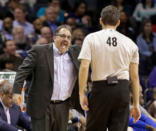 . Detroit Pistons coach Stan Van Gundy, left, argues a call with referee Scott Foster during the first half of the Pistons\' NBA basketball game against the Charlotte Hornets in Charlotte, N.C., Tuesday, Feb. 10, 2015. (AP Photo/Chuck Burton)