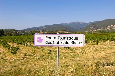 Europe, France, Provence, vineyards near Vaison-la-Romaine