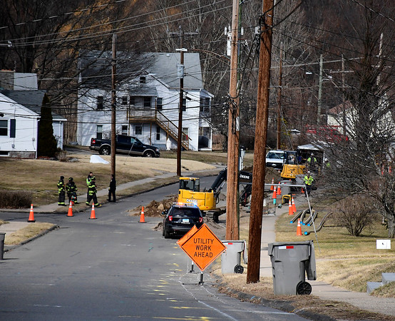 2/28/2020 Mike Orazzi | Staff Bristol emergency personnel on scene of a reported gas leak on View Street in the city on Friday afternoon. A crew from Eversource responded and it wasn't clear how many customers were affected.