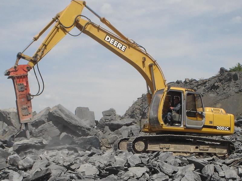 NPK E210A hydraulic hammer on Deere 200LC excavator (1).jpg