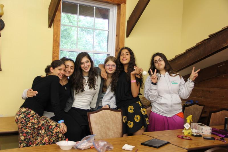 kars4kids_thezone_camp_girlsDivsion_activities_Workshops_Makeup (4).JPG