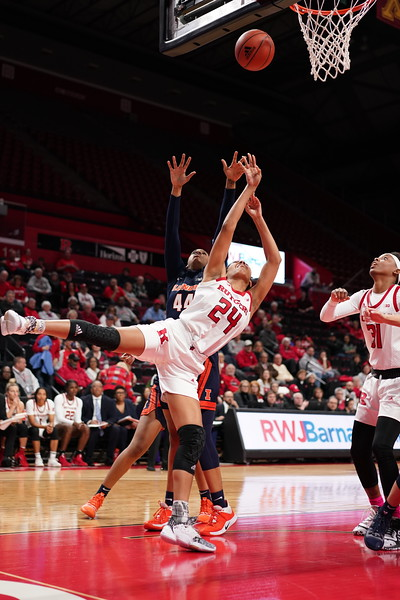 Rutgers Defeats Illinois 72-41