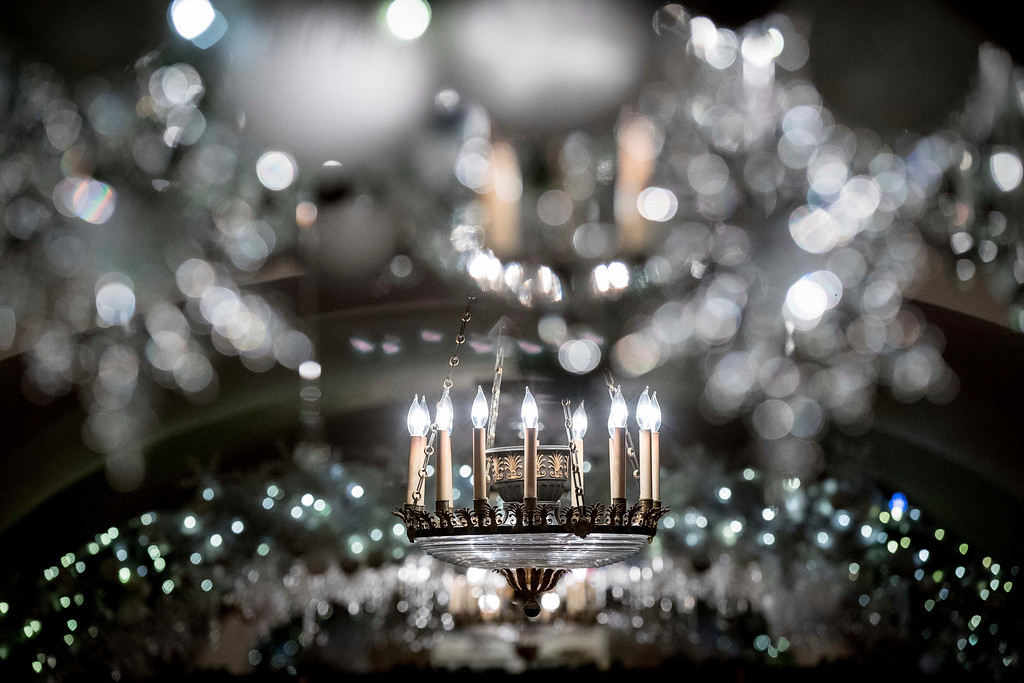 ". The Lower Cross Hall is decorated with ""snowball\"" arches created from more than 6,000 ornaments at the White House during a preview of the 2016 holiday decor, Tuesday, Nov. 29, 2016, in Washington. (AP Photo/Andrew Harnik)"