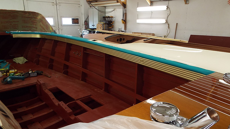 Starboard gold anodized trim installed.