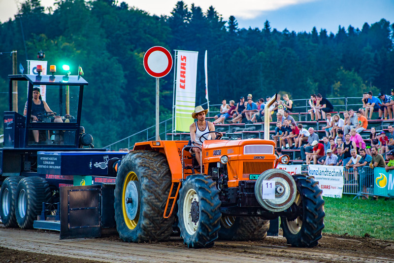 Tractor Pulling 2015-01707.jpg