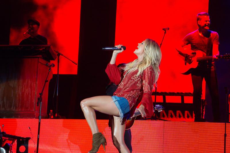 Carrie Underwood-88494.jpg