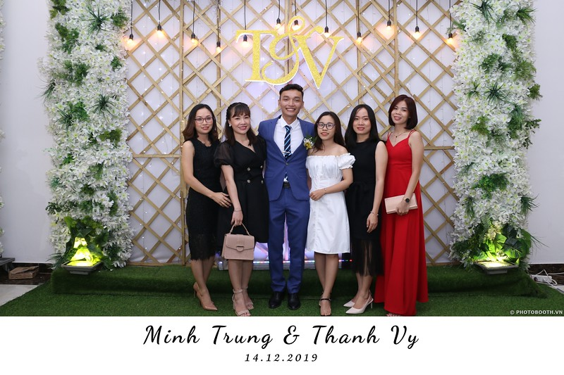 Trung-Vy-wedding-instant-print-photo-booth-Chup-anh-in-hinh-lay-lien-Tiec-cuoi-WefieBox-Photobooth-Vietnam-112.jpg