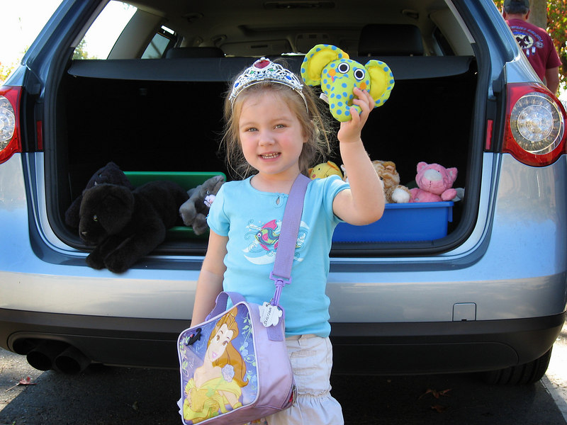 10/20 - Lili insisted on bringin her cats to see the show in the Wild Animal Park. Fortunately I convinced her that they cen see the show from the car's window, so we didn't have to bring them in.