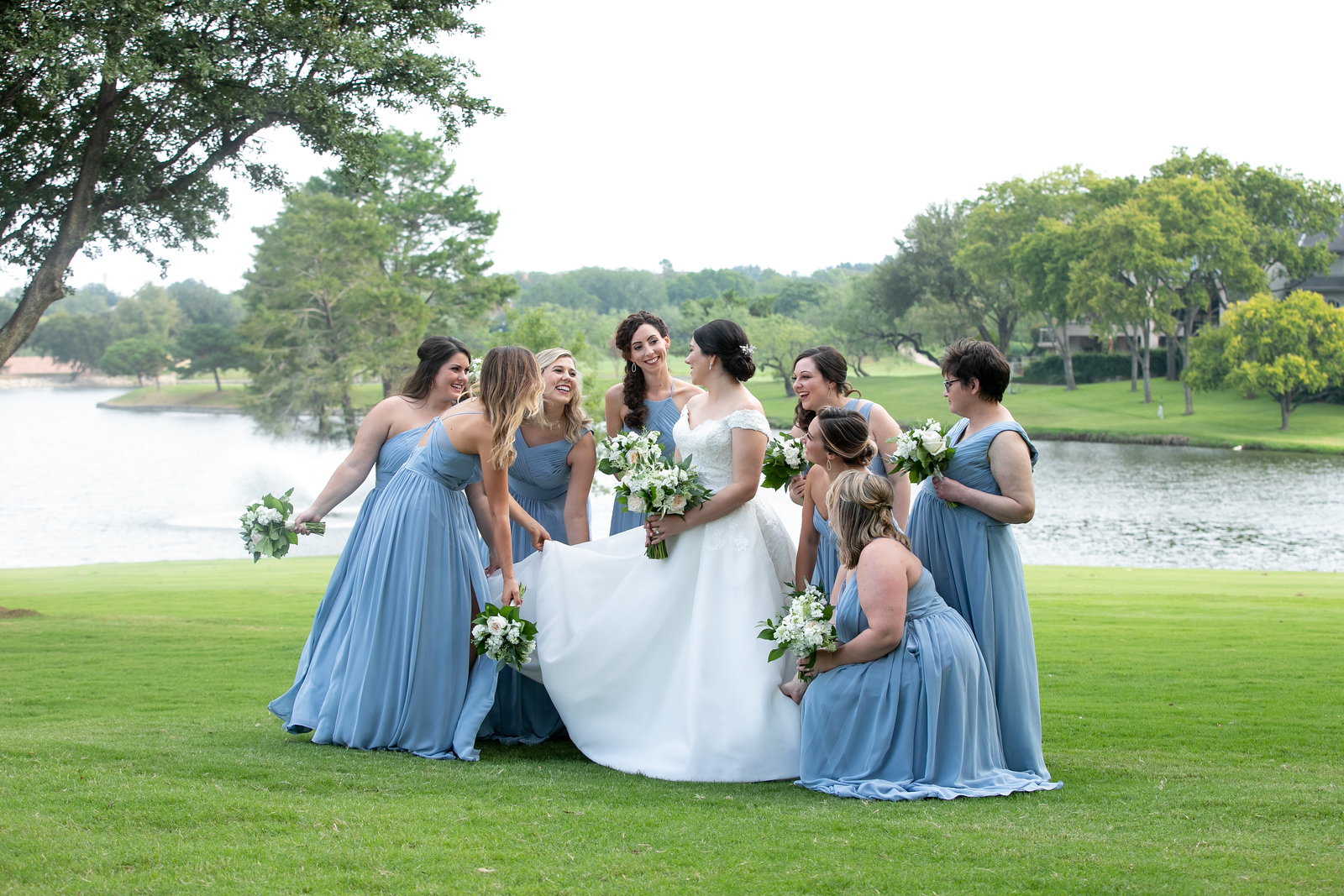 bride surrounded by her eight bridesmaids in tiffany blue dresses