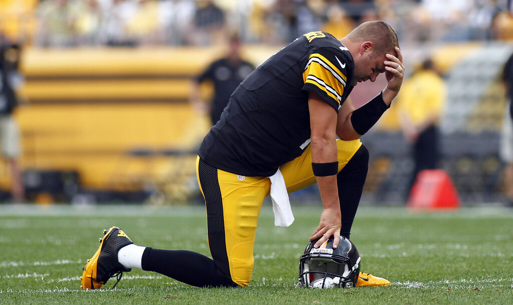 . Ben Roethlisberger #7 of the Pittsburgh Steelers reacts while center Maurkice Pouncey #53 (not pictured) is tended to by medical staff during the game against the Tennessee Titans on September 8, 2013 at Heinz Field in Pittsburgh, Pennsylvania. (Photo by Justin K. Aller/Getty Images)