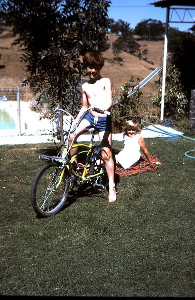 1972-12-6 (18) David 9 yrs, Susan 7 yrs 4 mths.JPG
