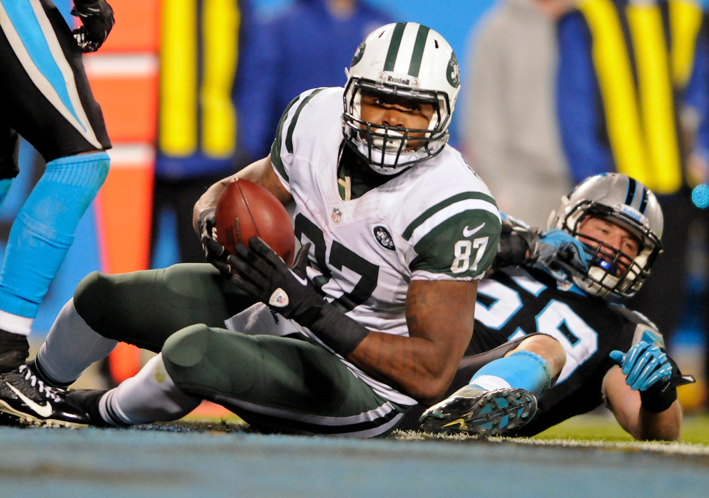 . New York Jets\' Jeff Cumberland (87) catches a touchdown pass as Carolina Panthers\' Luke Kuechly (59) defends during the second half of an NFL football game in Charlotte, N.C., Sunday, Dec. 15, 2013. (AP Photo/Mike McCarn)