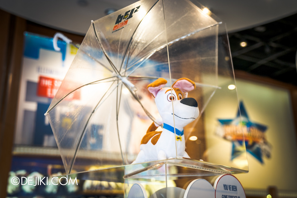Universal Studios Singapore - Park Update September 2016 / Secret Life of Pets store display 4