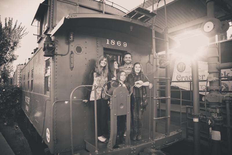 2015_Dean_Family_B&W-3.jpg