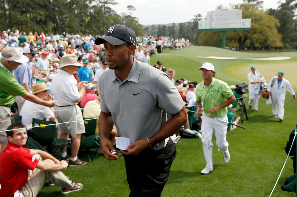 . Tiger Woods of the U.S. carries his scorecard as he leaves the 18th green during first round play in the 2013 Masters golf tournament at the Augusta National Golf Club in Augusta, Georgia, April 11, 2013.  REUTERS/Mark Blinch