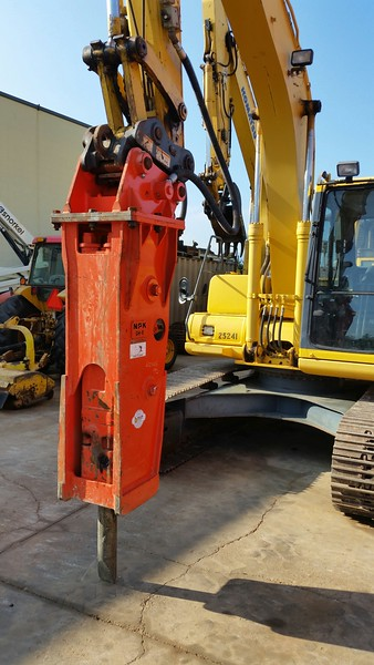 NPK GH6 hydraulic hammer on Komatsu excavator.jpg