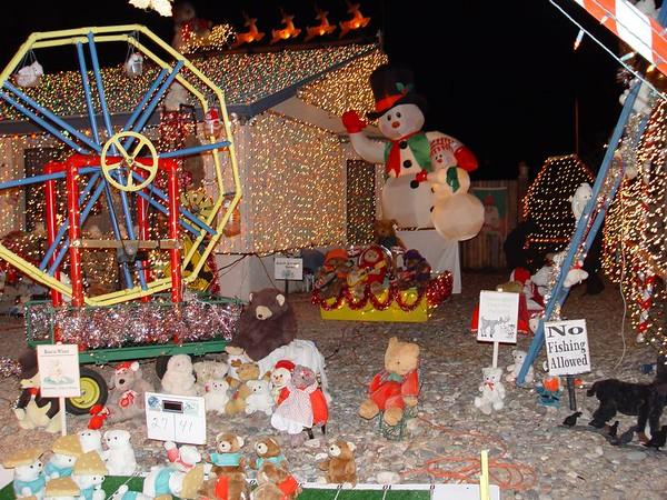 2004 Robert and Klara Cristia - 55,000 Christmas Lights