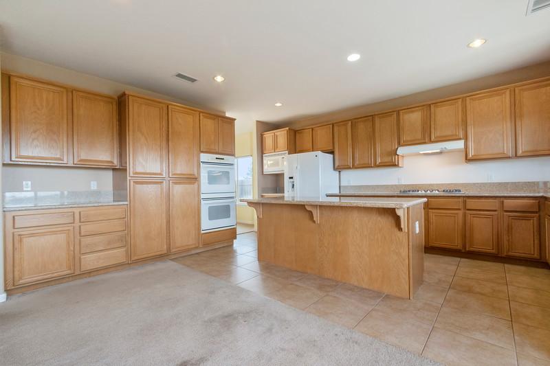 299 Montebello Oaks 14 Kitchen.jpg