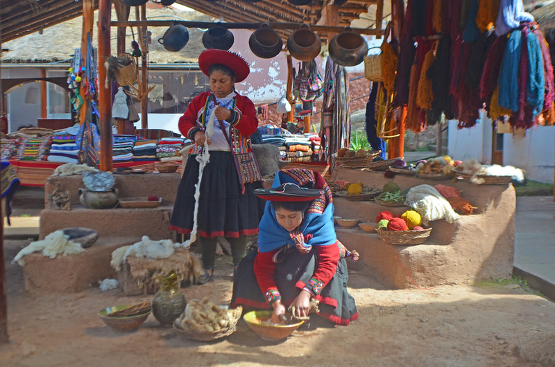 Women selling goods at the Chincero market