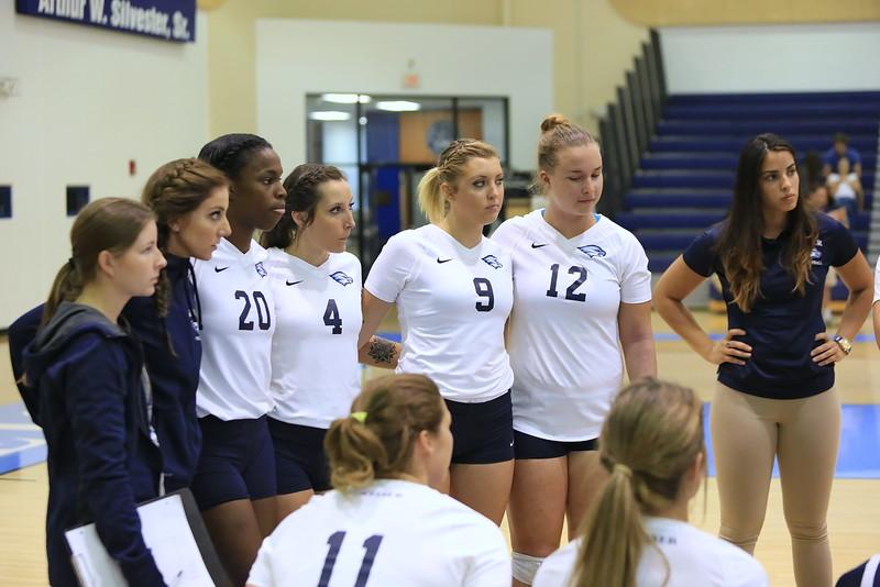 Keiser University Volleyball team dirung a timeout
