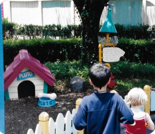Ian & Meg @ Mickey's house - Disney 2003