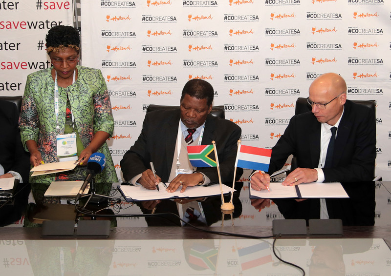 Wisa_Minister signing-0576.jpg