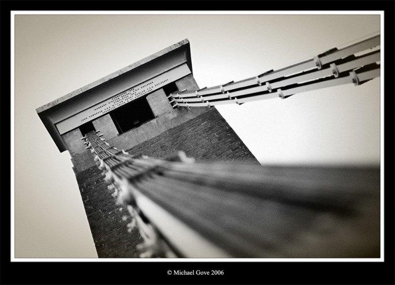 Holding up the Clifton Suspension Bridge (68586015).jpg