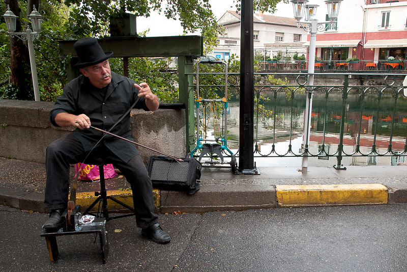 Saw player - L'Isle Sur-la-Sorgue