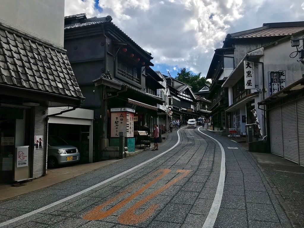 A section along Narita Omotesando Street.