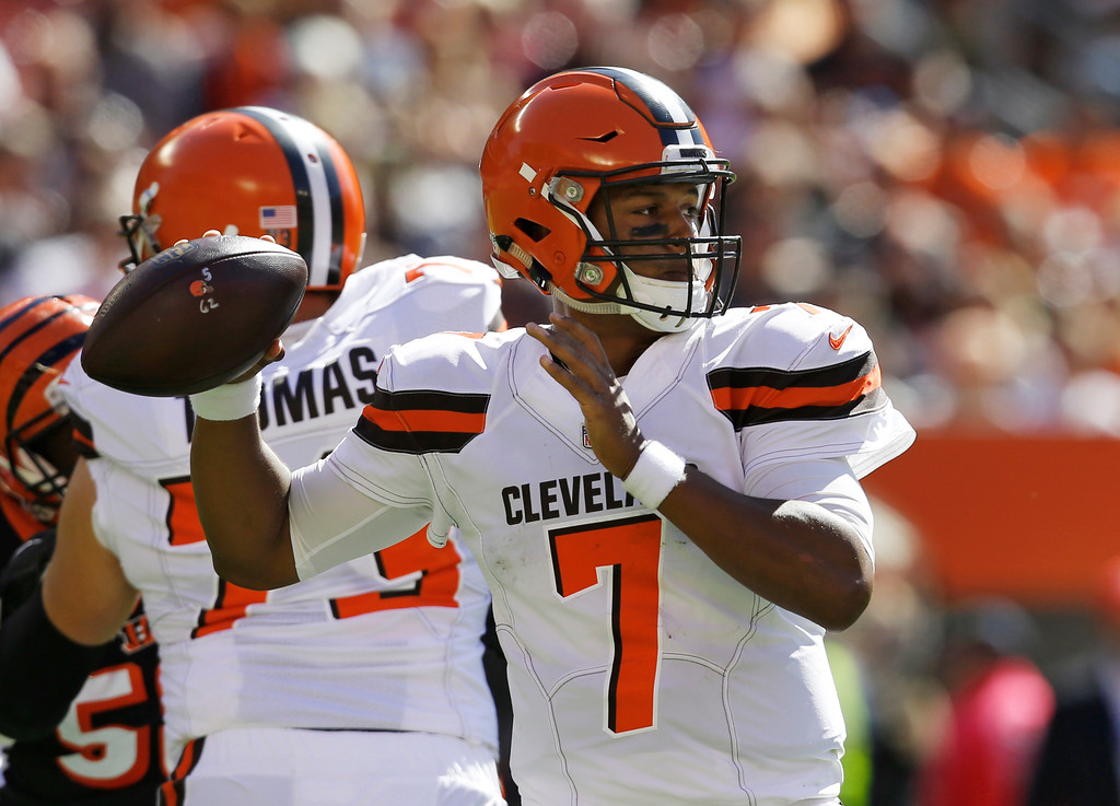 . Cleveland Browns quarterback DeShone Kizer (7) looks to throw in the first half of an NFL football game against the Cincinnati Bengals, Sunday, Oct. 1, 2017, in Cleveland. (AP Photo/Ron Schwane)