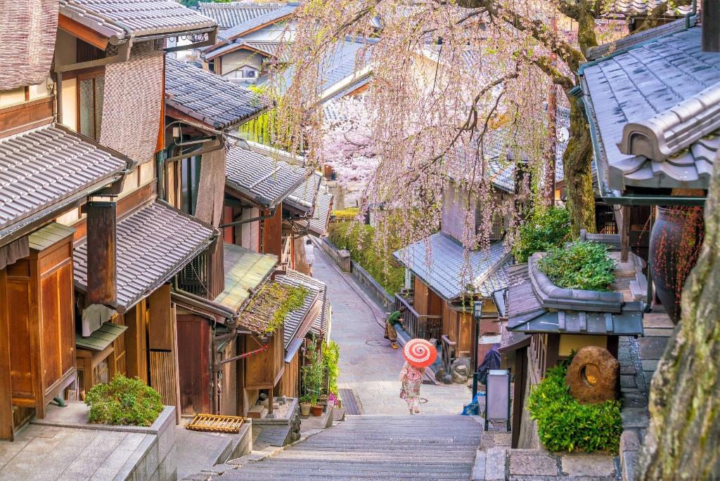Kyoto in cherry blossom season. Editorial credit: f11 photo / Shutterstock.com