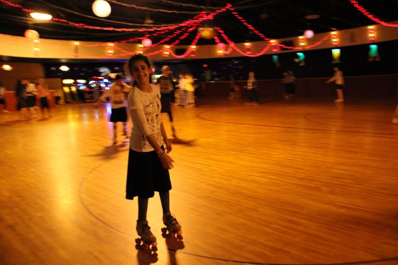 kars4kids_thezone_camp_GirlDivsion_trips_RollerSkating (26).JPG