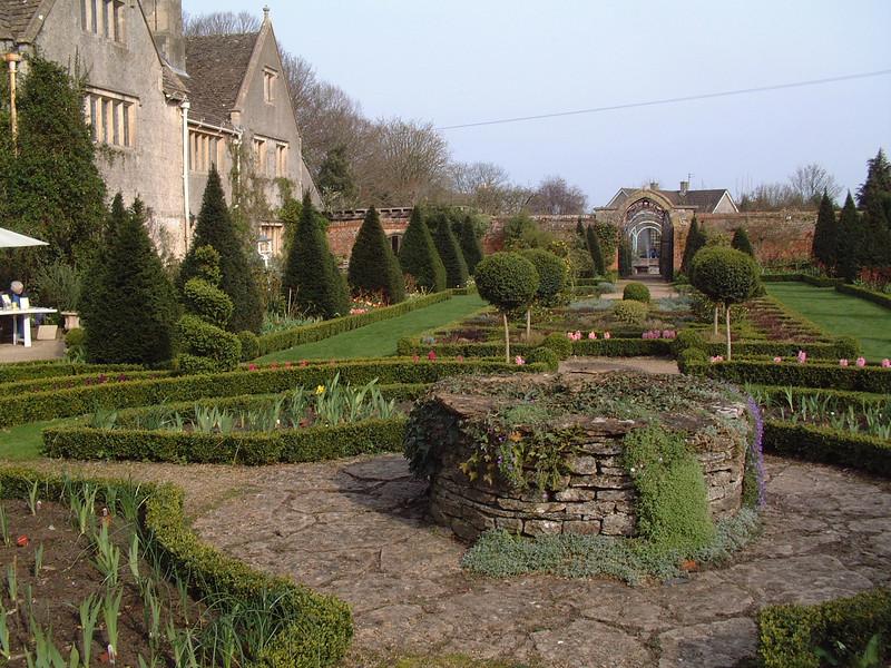 formal garden 1.JPG
