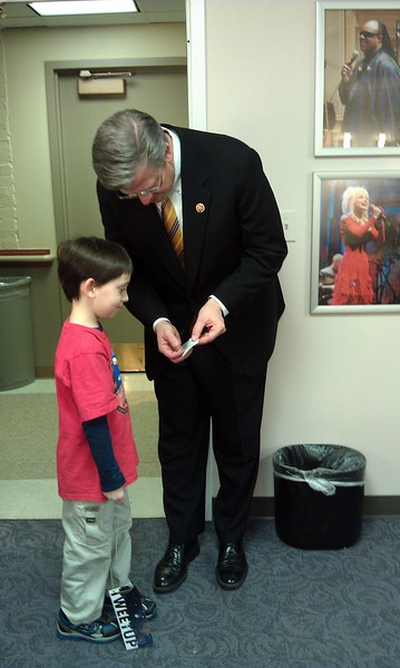 Rep. Randy Hultgren (@RepHultgren), co-chair of the House Science and National Labs Caucus, shows @AgilistaAG's son, Aidan, a meteorite he received from Rep. Lamar Smith (@LamarSmithTX21), chair of the House Committee on Science, Space, and Technology