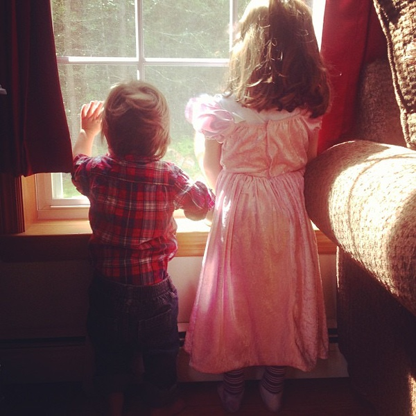 kids waving out window