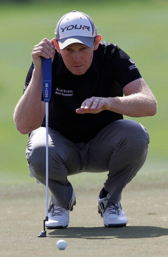 . Stephen Gallacher of Scotland studies his play on the 1st hole during the final round of the Dubai Desert Classic Golf tournament in Dubai, United Arab Emirates, Sunday, Feb. 3, 2013. (AP Photo/Kamran Jebreili)