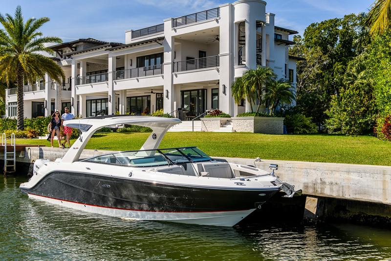 2020-SLX-R-310-outboard-lifestyle-05.jpg