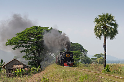 Mixed train heads towards Hnin Pale