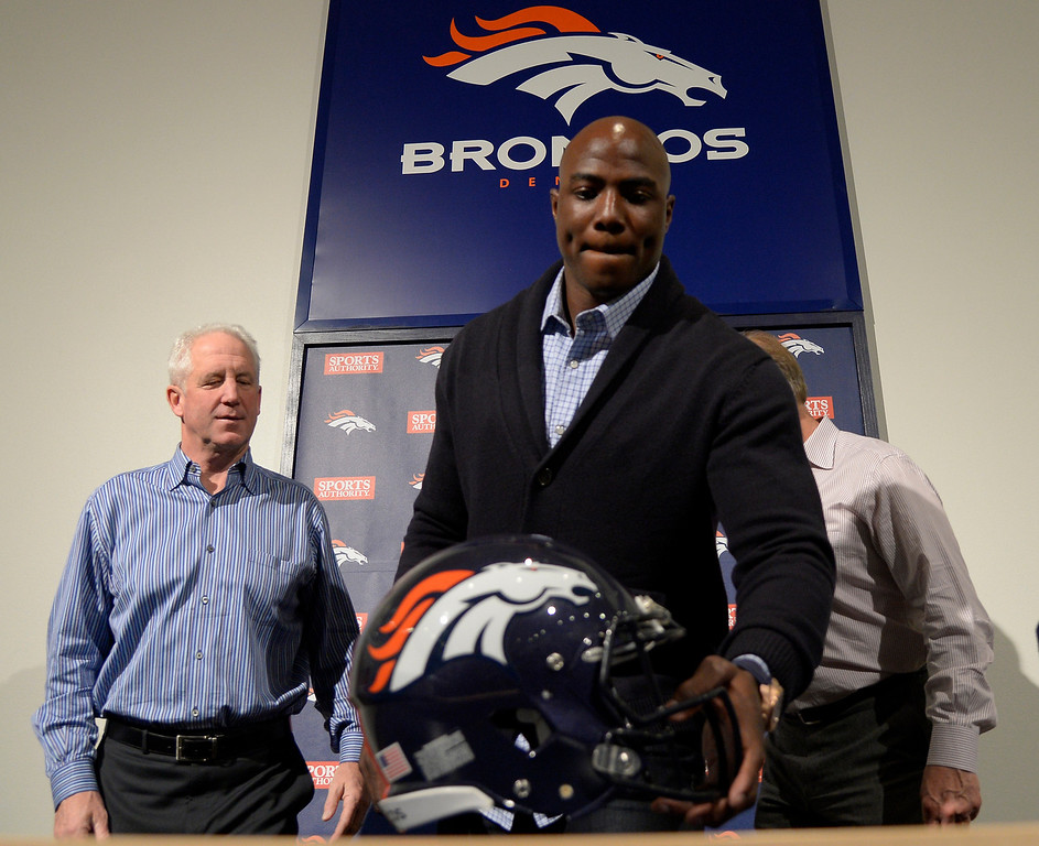 . Denver Broncos head coach John Fox, walks defensive end DeMarcus Ware and John Elway, General Manager Vice President of Football Operations pose for a photo after a press conference. The Broncos reached an agreement on a three-year, $30 million contract March 12, 2014 at Dove Valley. (Photo by John Leyba/The Denver Post)