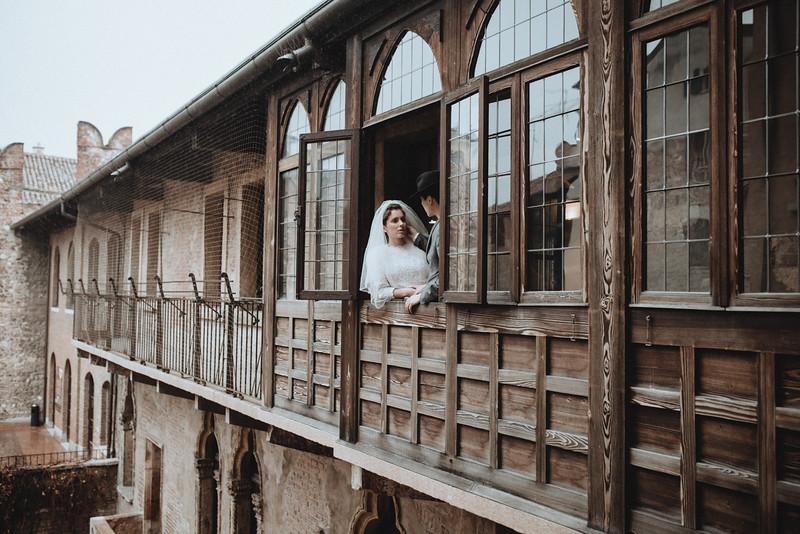 Tu-Nguyen-Wedding-Photographer-Hochzeitsfotograf-Verona-Italy-Winery-Oldtown-Arena-Juliet-Balcony-35.jpg